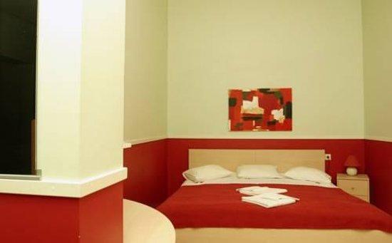 Hotell G9 : Roman