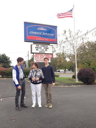 Howard Johnson Express Inn - North Plainfield : In front of hotel )))