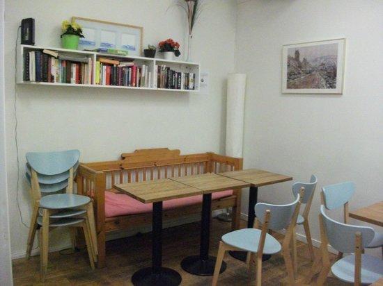 Archipelago Hostel Old Town: кухня, столовая зона