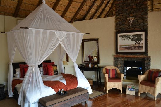 Tuningi Safari Lodge: Our bedroom