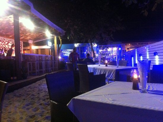9' Sea Breeze : Relaxed beach side dining