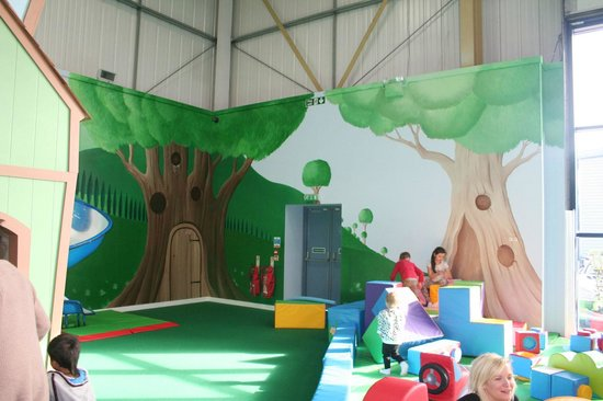 Riverside Hub Toddler Play Area Wall Murals