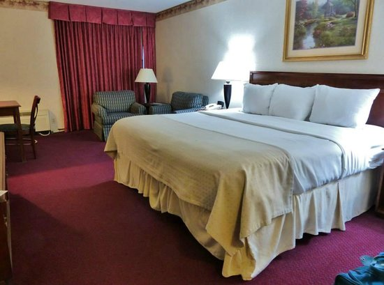 Fireside Inn & Suites Portland: King Bed Room