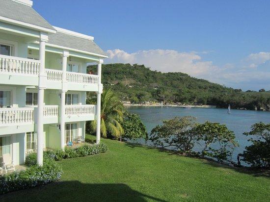 Grand Palladium Lady Hamilton Resort & Spa: View from room of Jerk Chicken Hut Beach!!