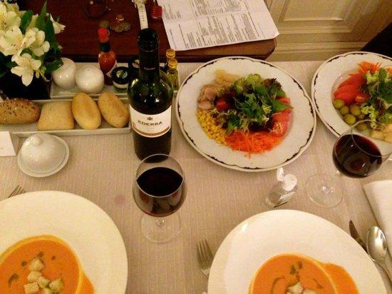 Gran Melia Fenix: Room service