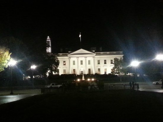 Washington DC Ghost Tours : The White House (from Lafayette Square)