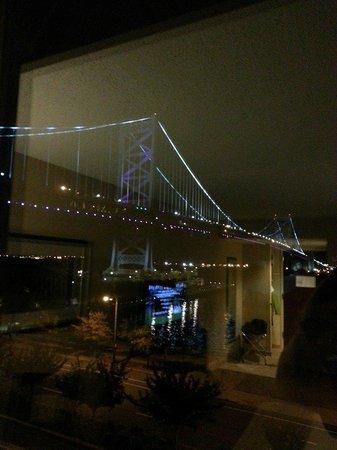 Holiday Inn Express Philadelphia E - Penns Landing: Night View
