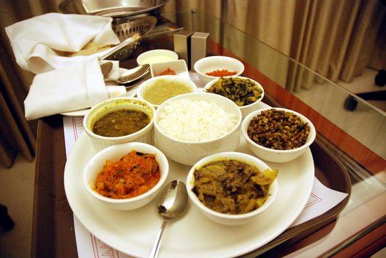 Hotel Naveen: Local cuisine in room service