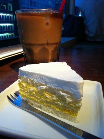 Wa Cafe Yusoshi Lumine Shinjuku ten: Wa Cafe Yusoshi Pumpkin and Coconut Cake
