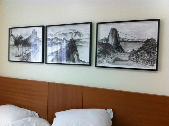 Mar Ipanema Hotel: View of the room with nice drawings on the wall