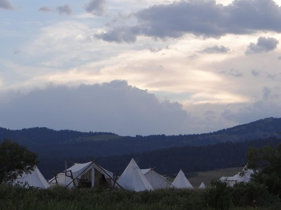 Yellowstone Under Canvas: Glampsite