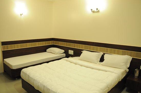 Hotel Saipancham: triple bed