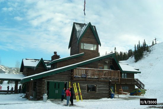 Howelsen Hill Ski Area: The Lodge has a great fireplace room