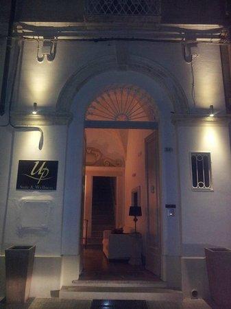 Up Room & Suite: ...al rientro...