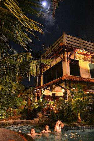 Duta Garden Hotel : тёплый бассейн