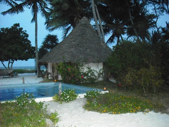 Mchanga Beach Resort: Pool & bar
