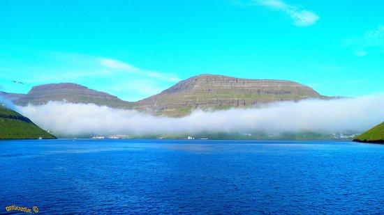 Færøyene: Туман действительно очень плотный, что создаётся впечатление о его искусственности.