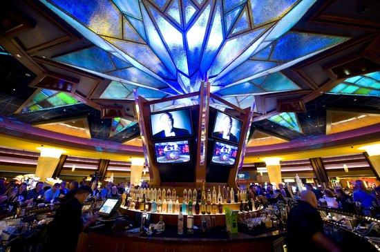 Mohegan Sun Pocono: Sunburst Bar in the center of the gaming floor.