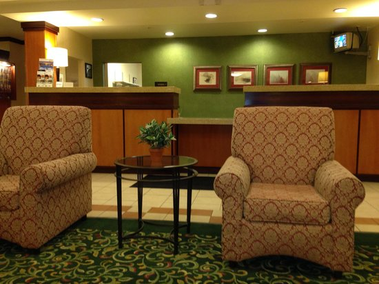 Fairfield Inn & Suites San Bernardino: Nice Lobby Area