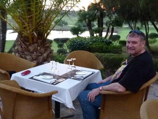 Barcelo Jerez Montecastillo & Convention Center: Dinner on the restaurant forecourt
