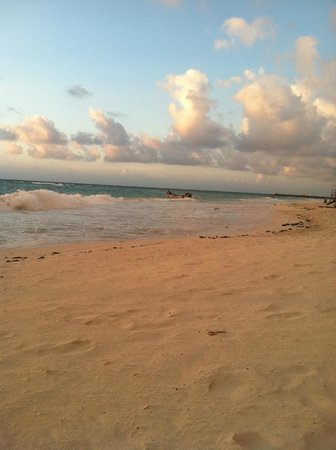 Luna Encantada Vacation Condos: Early Morning Beach View