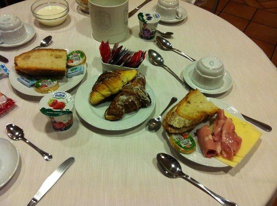 Hotel Medici: Завтрак