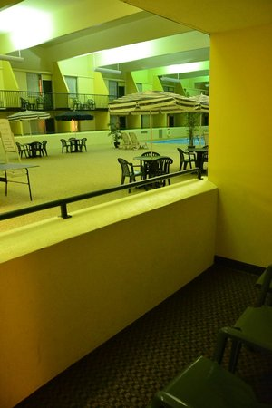 Country Inn & Suites By Carlson Fergus Falls : View from patio to indoor pool area.