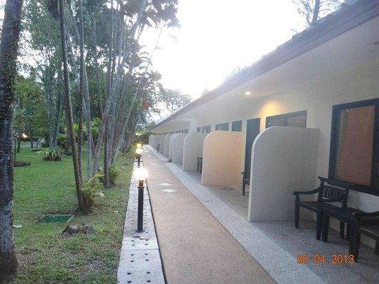 Deevana Patong Resort & Spa: одноэтажный корпус