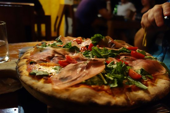 Trattoria Pizzeria ROMEO: Pizza Romeo. Fresh and tasty:)