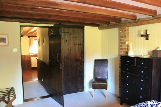 Elvey Farm: Bedroom - Sevenoaks Stable Suite