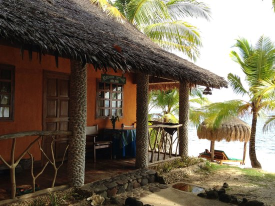 Coco Grove Beach Resort: Beachside 2 next to the beach