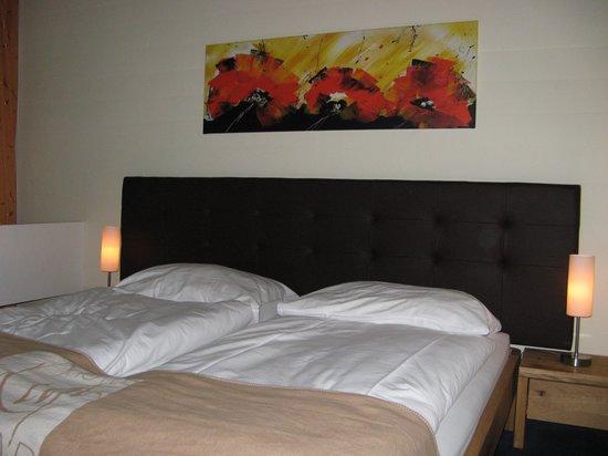 Hotel Rigi Kaltbad: Обстановка в номере с видом на озеро Четырех кантонов
