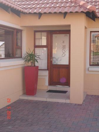 Topaz Cove Luxury Villas: Entrance to Corporate Villa