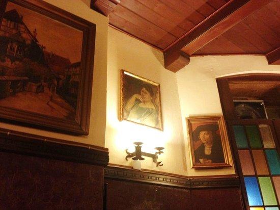 Henne: Decoração do Restaurante