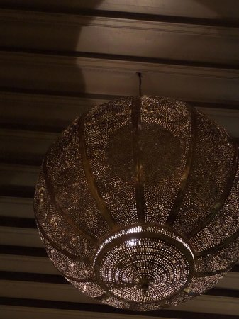 Riad Noir d'Ivoire : One of the amazing light fittings