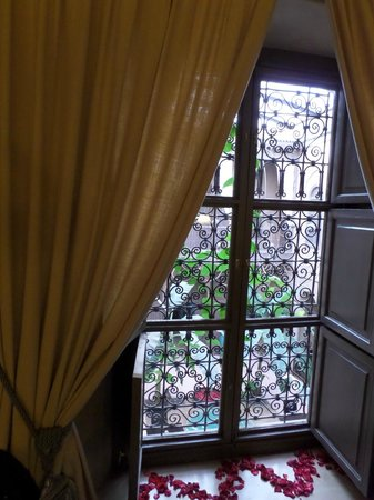Riad Noir d'Ivoire : View into the courtyard
