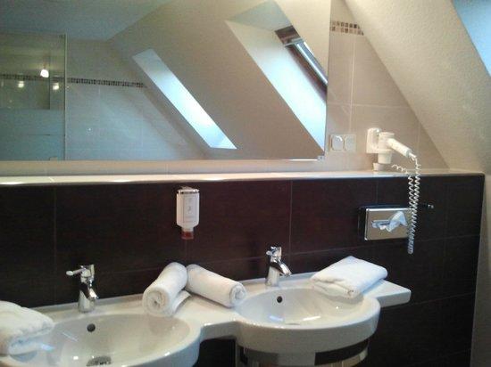 Centralhotel Binz: Junior Suite - Geräumiges Badezimmer