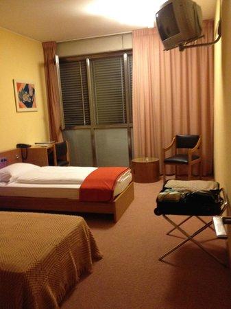 Hotel Milano: TV Set Presiding
