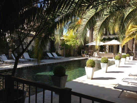 Pastis Hotel St Tropez: Pastis pool October sunshine