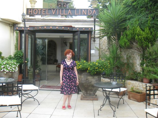 Villa Linda: Вход в отель