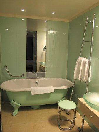 Le Méridien Hamburg: nice tub
