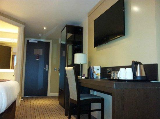 Premier Inn Birmingham Broad Street (Brindley Place) Hotel: Desk area