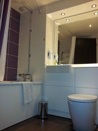 Premier Inn Birmingham Broad Street (Brindley Place) Hotel: Bathroom
