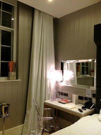 The Inn on the Mile : The noisey window