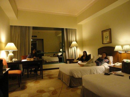 Marco Polo Davao: spacious de luxe room