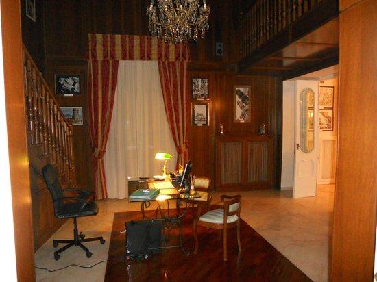 Palazzo Magnocavallo B&B : Reception/Bibblioteca