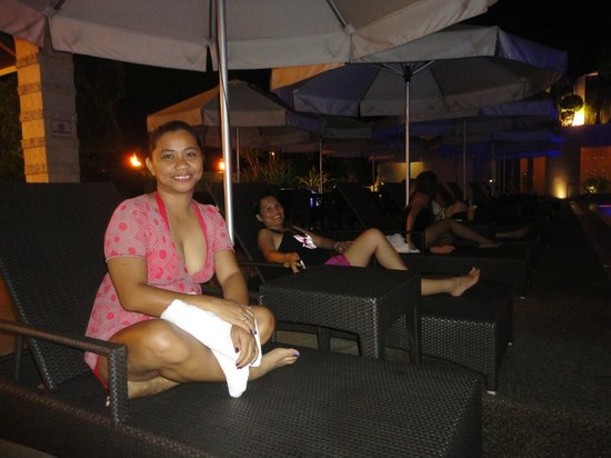 Marco Polo Davao: rattan swimming pool lounge chairs by the pool are provided