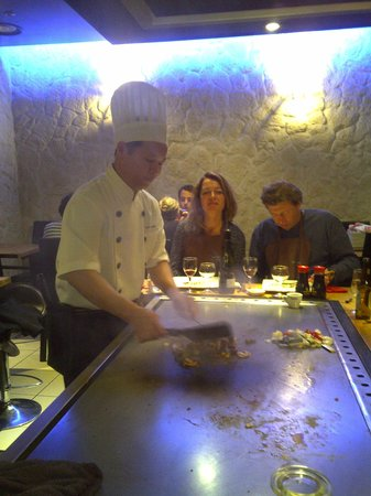 Teppanyaki Sushi : le chef en plein travail !!