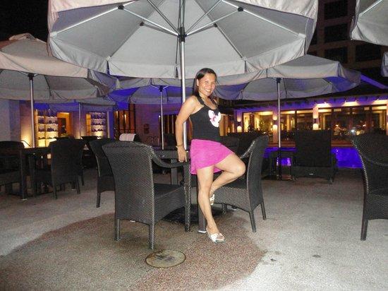 Marco Polo Davao: Polo Bistro in the background