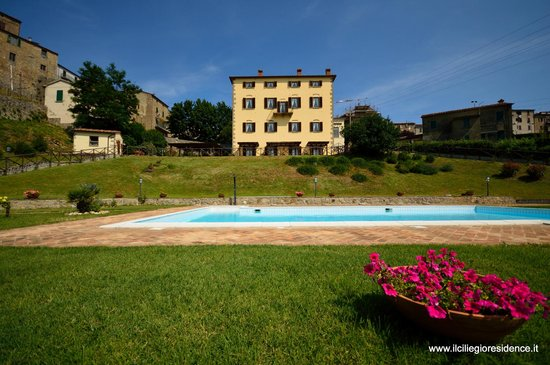 Residence Il Ciliegio: The residence from the pool